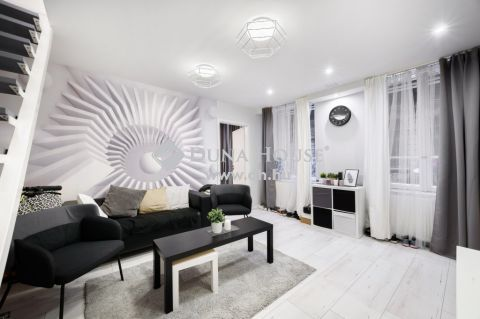 Eladó Lakás, Budapest - Corvin negyedben modern 3 hálós felújított lakás