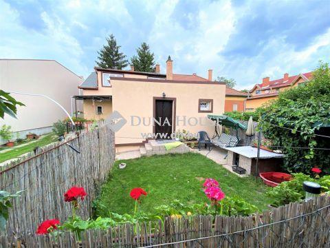 Eladó Lakás, Budapest 19. kerület - 3 szobás, kertkapcsolatos, felújított házrész