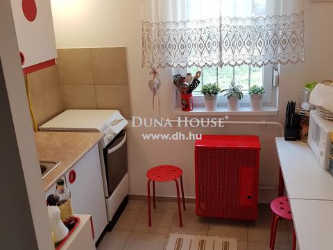 Eladó Lakás, Budapest - Egyenes utcában 2 szobás földszinti lakás
