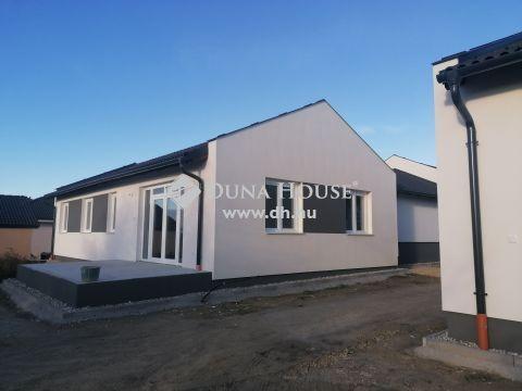 Új építésű ikerházak