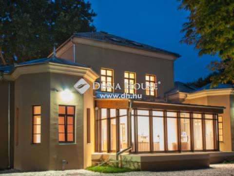 Eladó Irodaépület, Baranya megye, Pécs - Belvárosi nívós irodaház