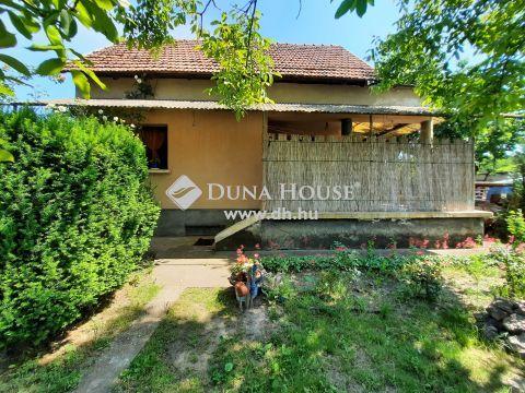 Eladó Ház, Bács-Kiskun megye, Kiskunfélegyháza - Téglaépítésű ház dupla portával a kövesút mellett