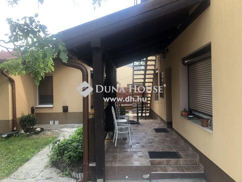 Eladó Ház, Budapest - Szemere telep csendes részén felújított házrész és külön álló kis ház valamint garázs eladó.