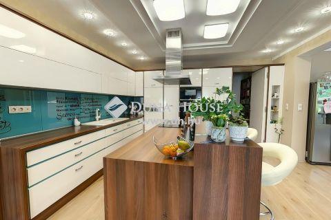 Eladó Ház, Bács-Kiskun megye, Kecskemét - 2017-ben épült luxus ház, wellnessel közel 4 Hektáros területtel!