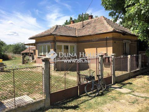 Eladó Ház, Veszprém megye, Berhida - Berhidán, kertvárosias részen, csendes utcában