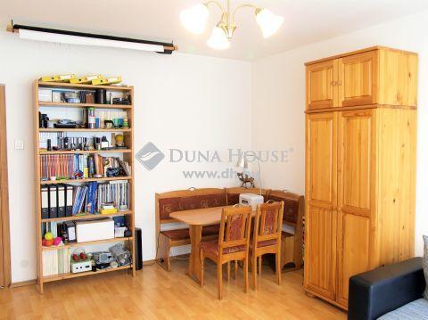 Eladó Lakás, Budapest - Felújított egyszobás, parkra néző lakás központi helyen