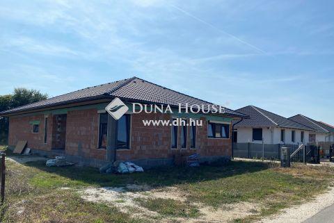 Eladó Ház, Pest megye, Kakucs - Tágas nappali + 3 szoba, 3 fürdőszoba és padlófűtés