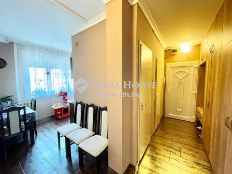 Eladó Lakás, Pest megye, Nagykőrös - Felújított 2+1 szobás, erkélyes lakás - 3. emelet